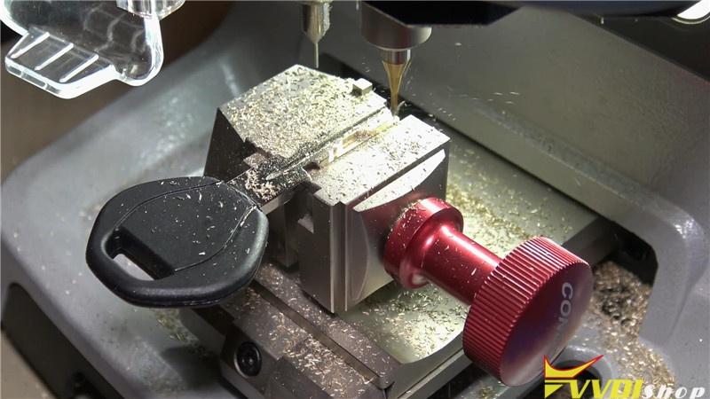 Bmw Hu58 Key Cutting By Dolphin Xp005 Vvdi Key Tool Max (10)