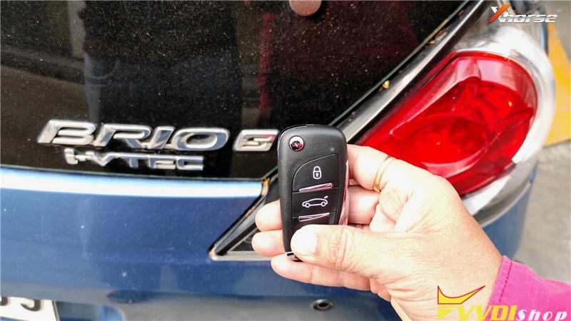 VVDI Key Tool Plus Pad Program Honda Brio ID46 Key Remote (1)