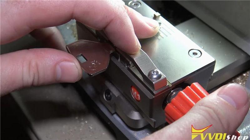 Dolphin Xp005 Cut A Key Y157 For 2002 Dodge Durango All Key Lost (7)