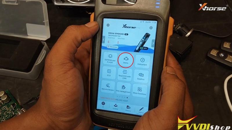Vvdi Key Tool Max Mini Prog Add Key For Bmw Cas3 On Bench (4)