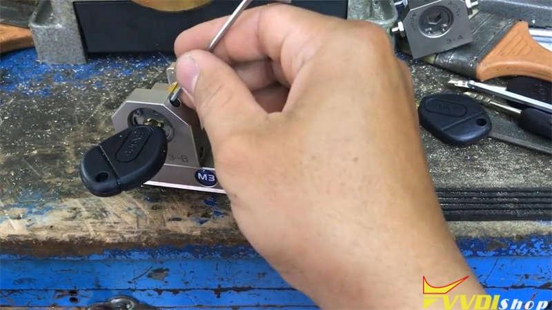 Cut A Citroen Cn22 Key Via Xhorse Dolphin Xp005 (2)